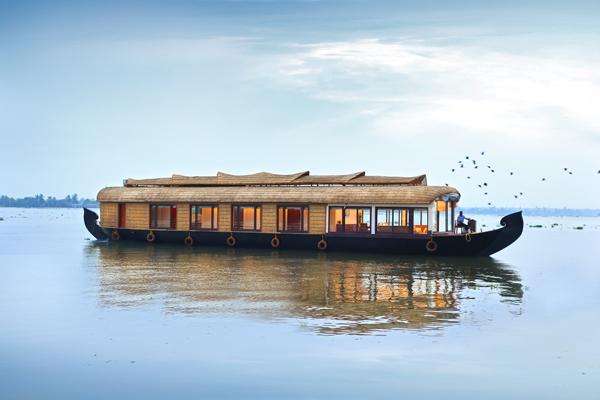 Ultra Luxury Houseboat Clove