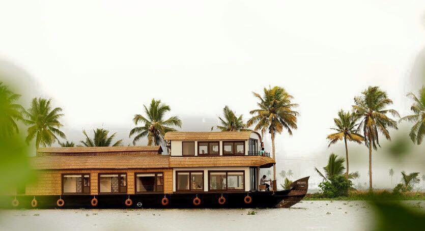 Ultra Luxury Houseboat Saffron
