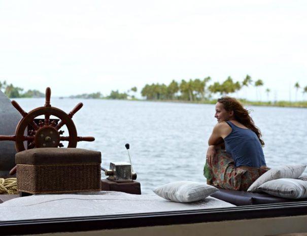 Ultra Luxury Houseboat Cinnamon
