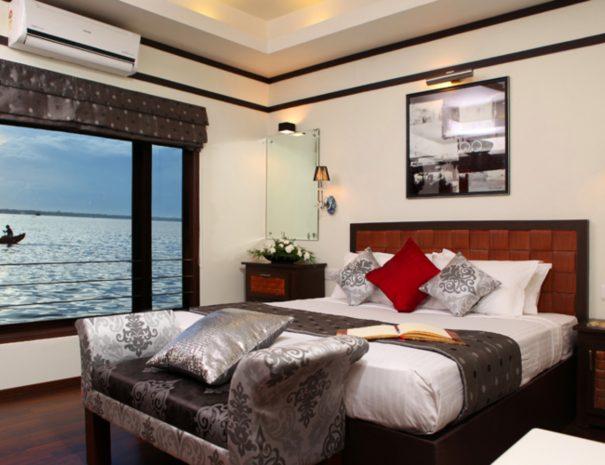 Ultra Luxury Houseboat Pepper