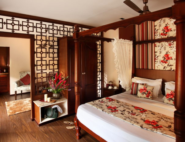 Ultra Luxury Houseboat Saffron Bedroom