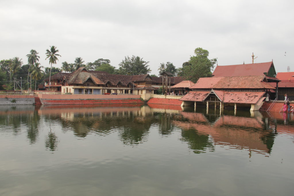 Kerala houseboat tour with a visit to Ambalappuzha Temple visit