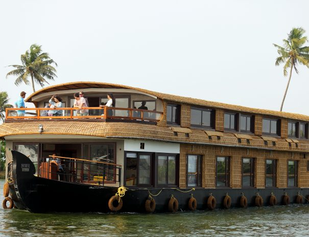 Ultra Luxury Houseboat Tamarind