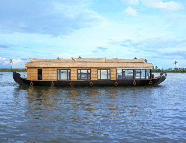 Ultra Luxury Houseboat Pepper