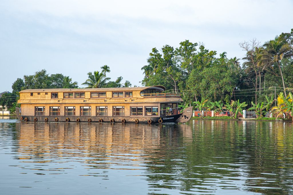 Luxury Houseboat Packages with Spice Routes