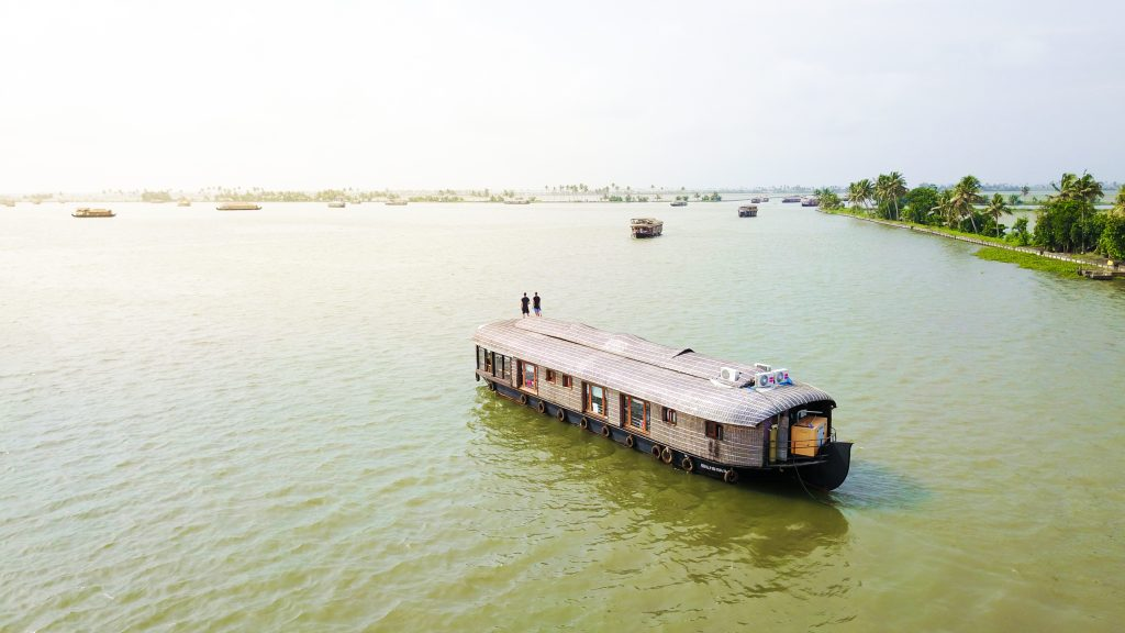 Luxury Houseboat Packages
