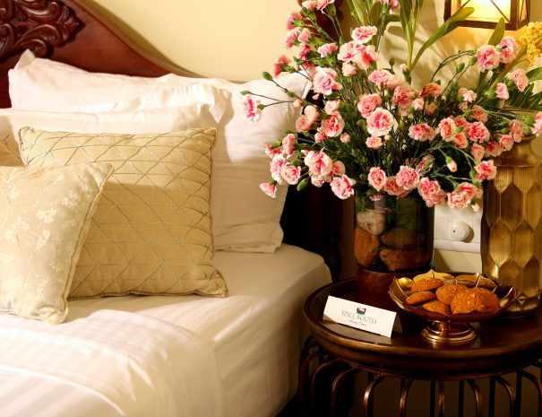 Ultra Luxury Houseboat Fennel bedroom